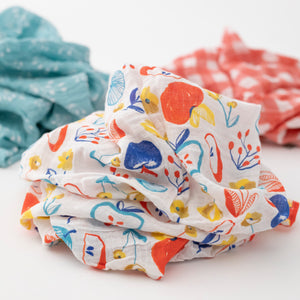 3 swaddle blankets, focusing on the apple slice print with a white background