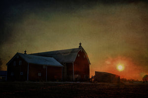 Sunset Barn in Wisconsin