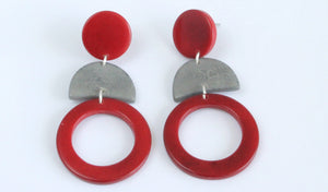 Handmade earring, push back, tagua, colourful, red, front