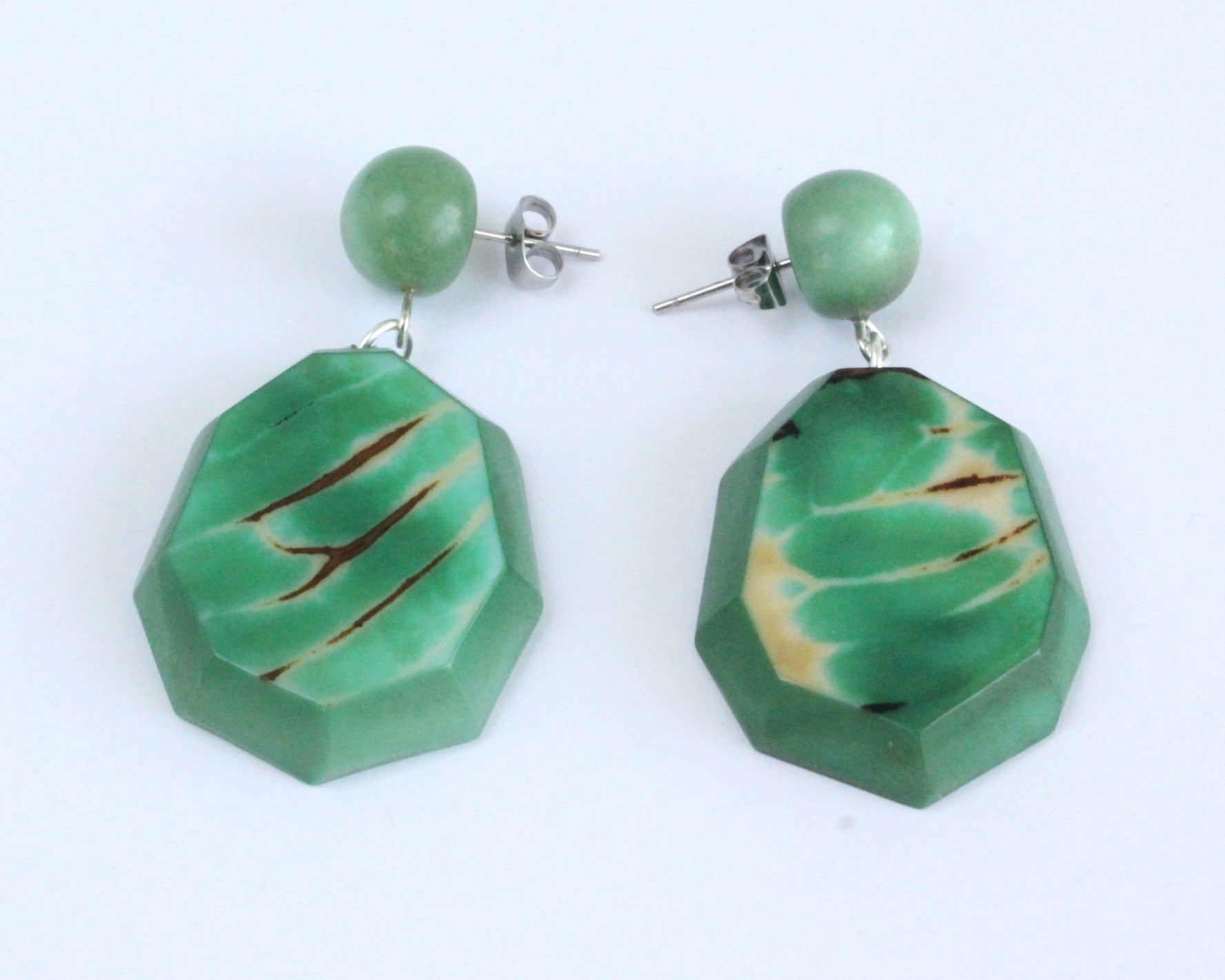 Handmade earring, push back, tagua, colourful, green