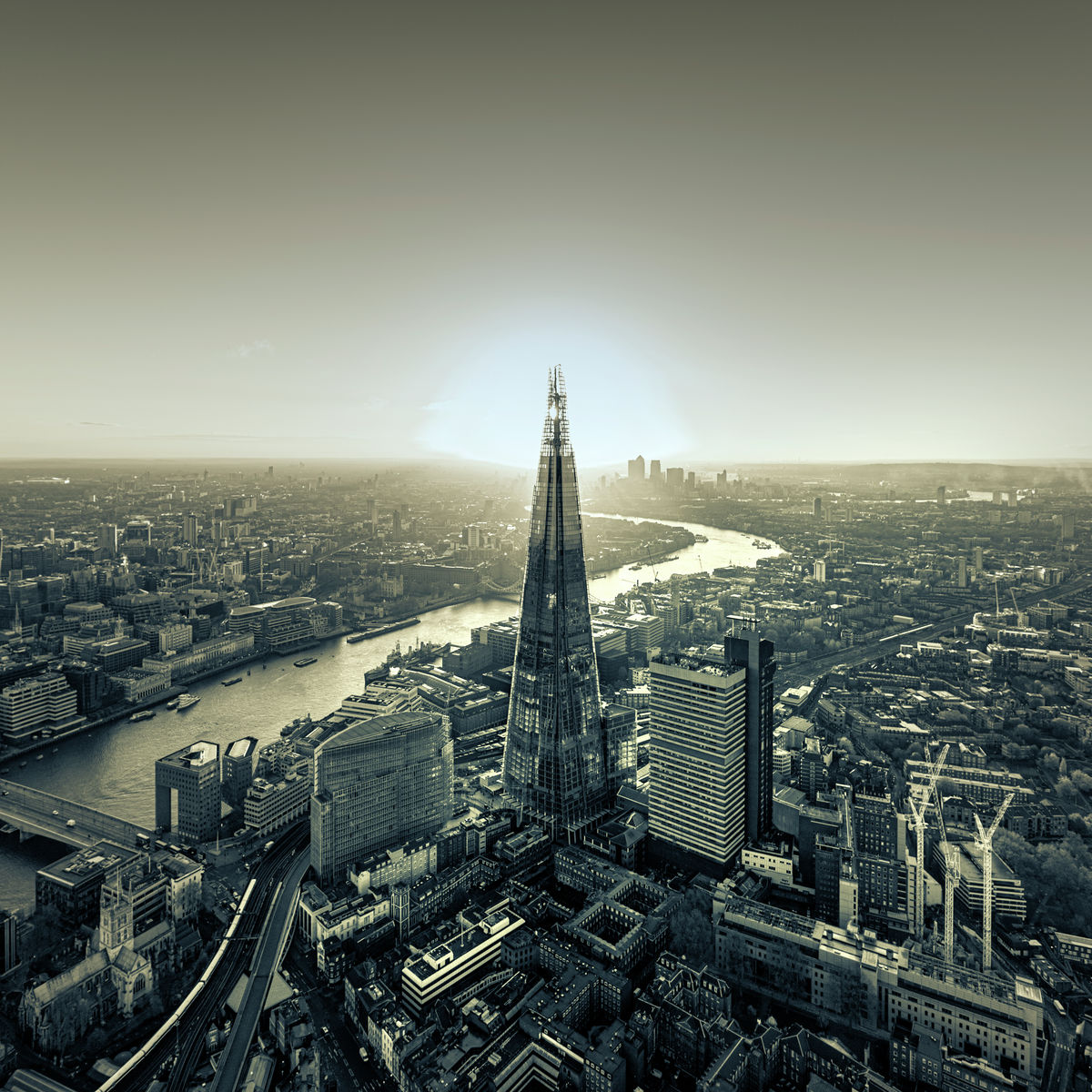 THE SHARD & RIVER THAMES