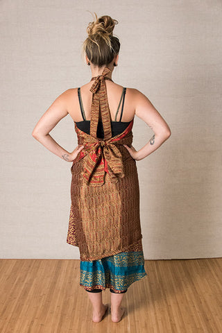 Step 5: Pull the two pieces you are holding behind you and knot behind your waist.