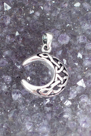celtic-crescent-moon-pendant
