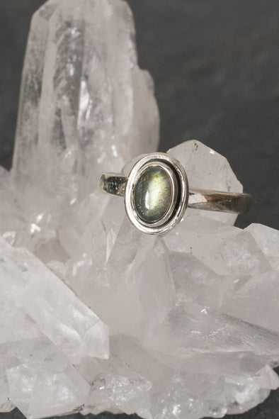 oval-gemstone-ring