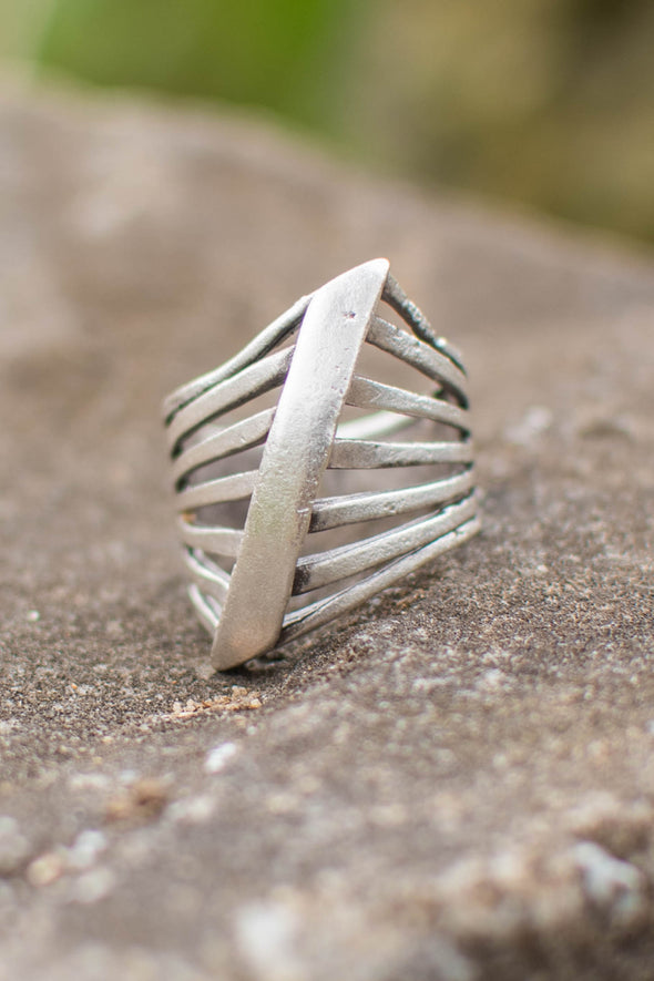 Hull Wave Adjustable Zamak Ring