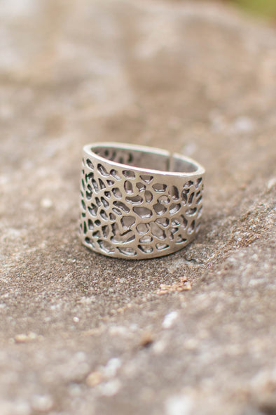Silvery Snow Leopard Adjustable Zamak Ring