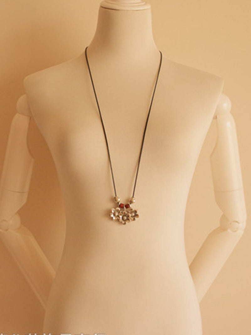White Flower Alloy Vintage Necklace