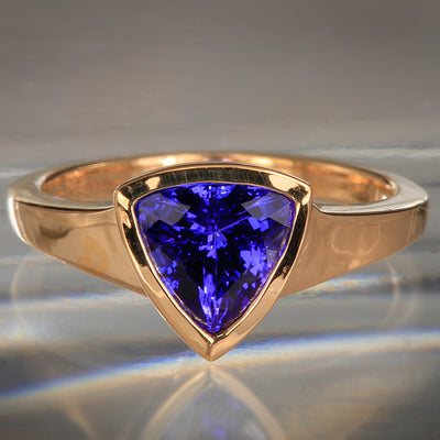 18 Karat Trilliant Tanzanite Ring 1.74 Carat