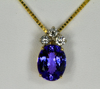 Tanzanite Pendant in 14 kt Yellow Gold 3.22 Carats
