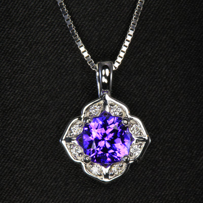 Tanzanite 1.53 carat pendant with diamonds around