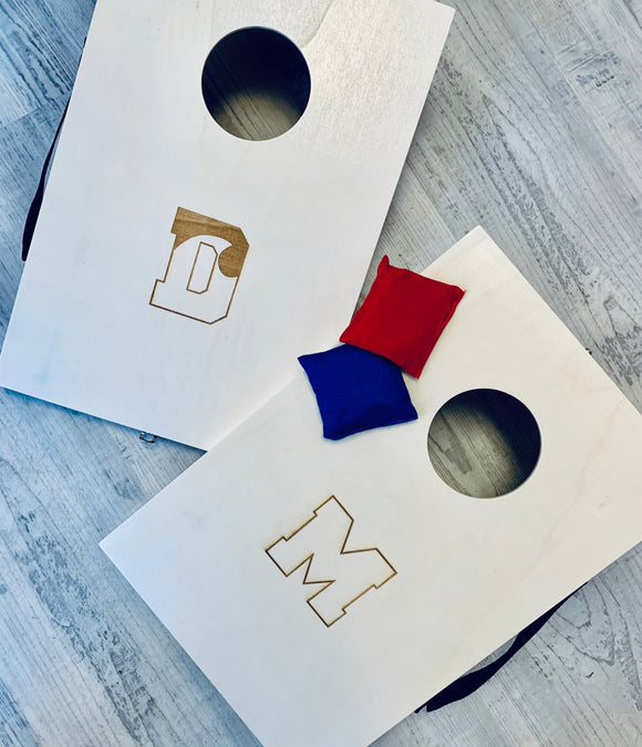 CUSTOM MINI CORNHOLE