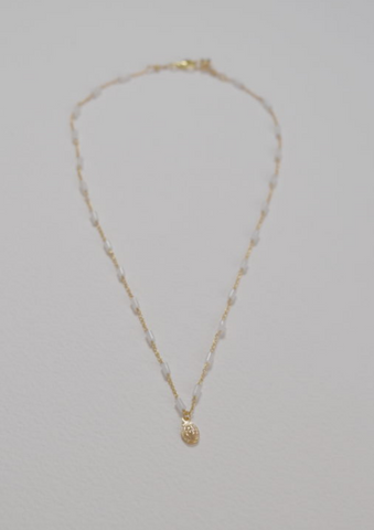 COLLIER ROSAIRE TUBE JADE BLANC ET UNE MADONE OR