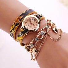 Leather Rhinestone Rivet Chain Quartz Bracelet stainless steel Wristwatch.