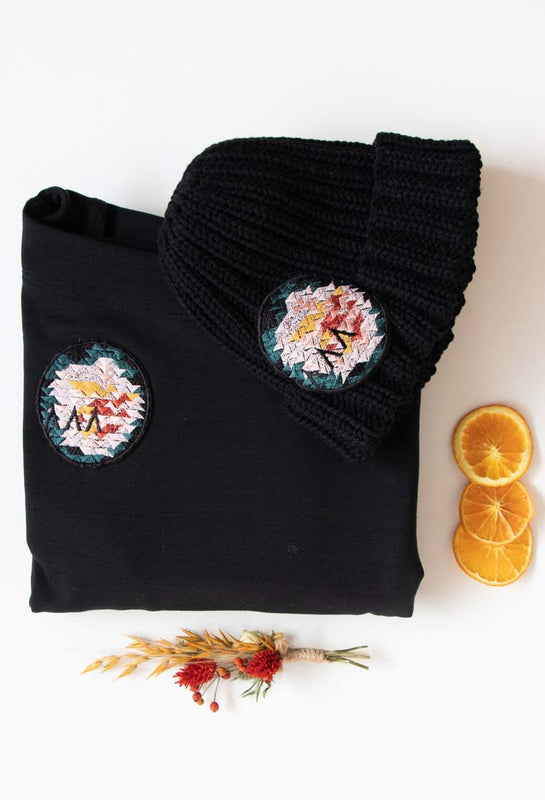 Great winter gifts Asmuss Oversized Sweatshirt and Hand knitted Beanie with dried flowers and orange slices