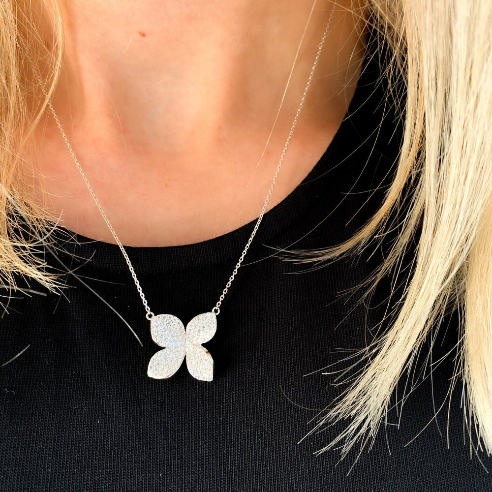 Load image into Gallery viewer, Gardenia Flower Necklace