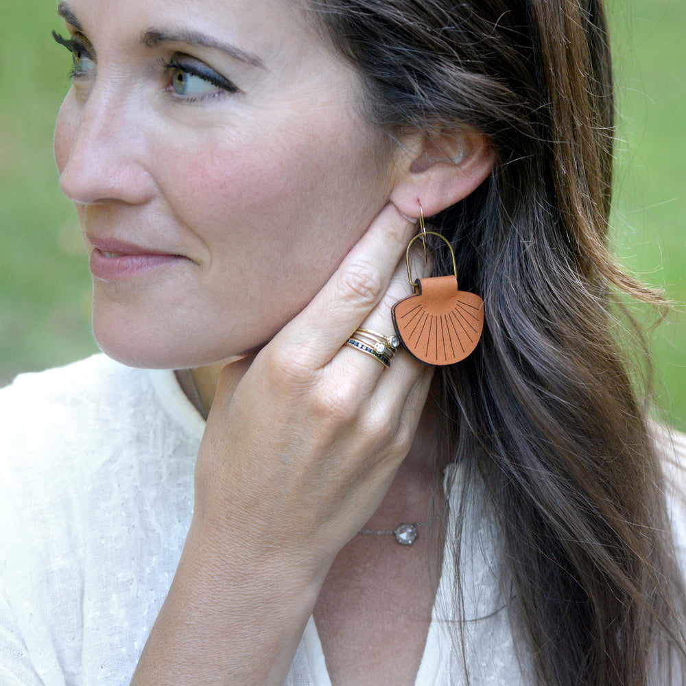 Load image into Gallery viewer, Leather Shell Earrings