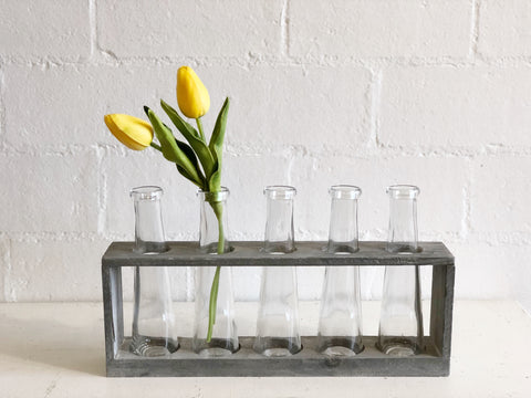 Distressed Grey Vase Holder with 5 vases
