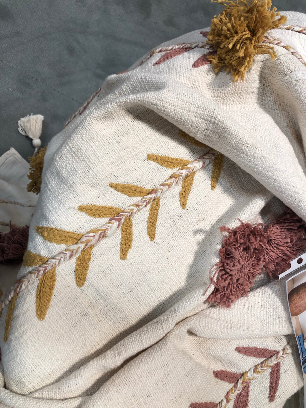 Embroidered Throw w Tassels&Applique