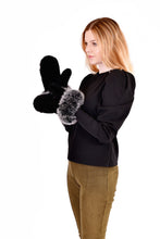 Load image into Gallery viewer, Knitted mink mittens with fox fur trim
