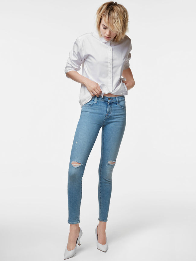 620 Mid-Rise Super Skinny Jean in Surge Destruct