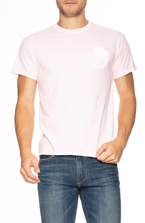Free & Easy Mens Checkered Yin Yang Short Sleeve T-Shirt in Pale Pink