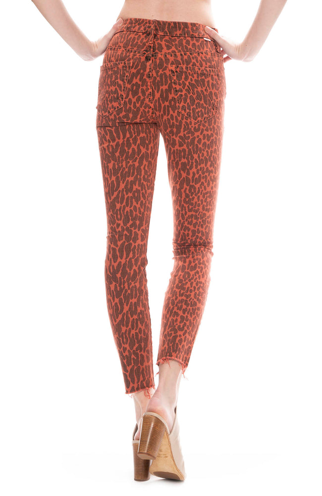 Mother Looker Ankle Fray Jean in Animal Attraction