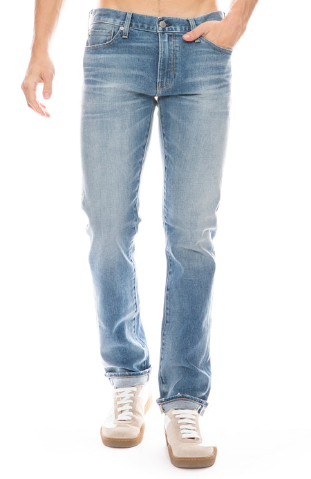 Finn Slim Taper Jean in Skylark