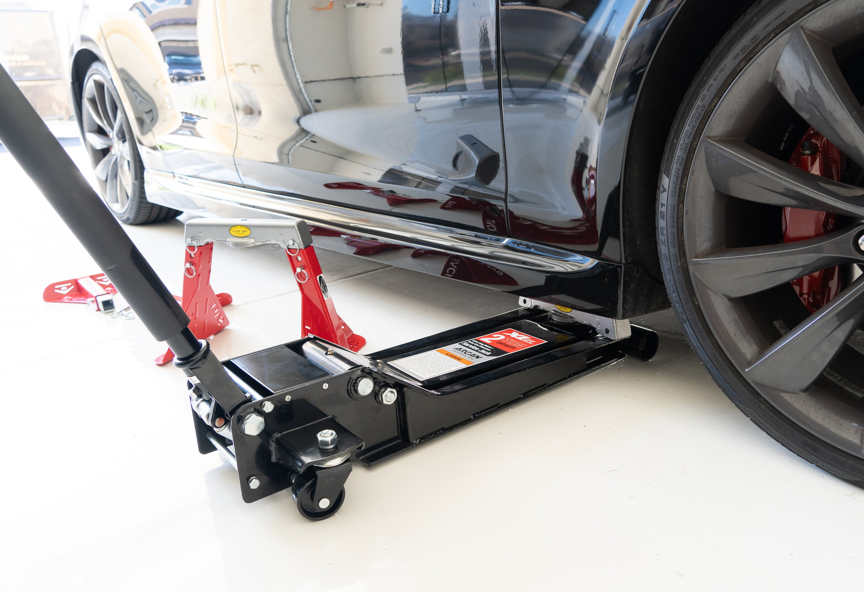 Low profile jack for Tesla