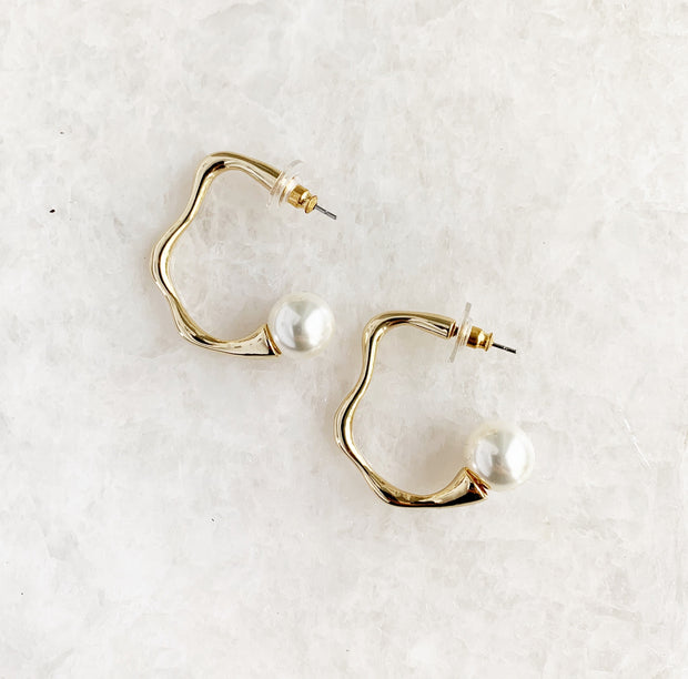 Wavy Hoops with Pearl