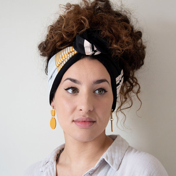 woman wearing coffee & cloth Stripe Patterned Headband Capri