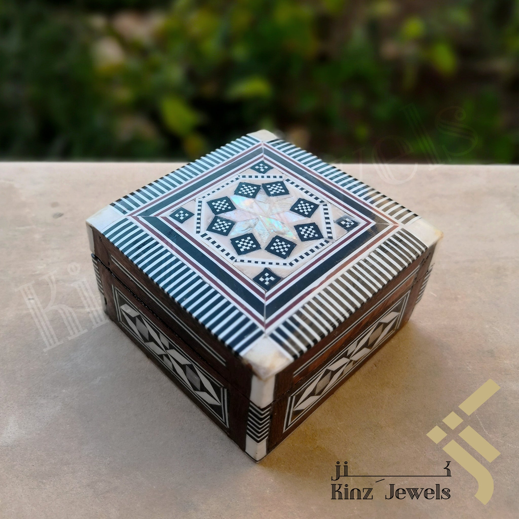 kinzjewels - Handcrafted Arabsic Mosaics Mother Of Pearl Shell Box