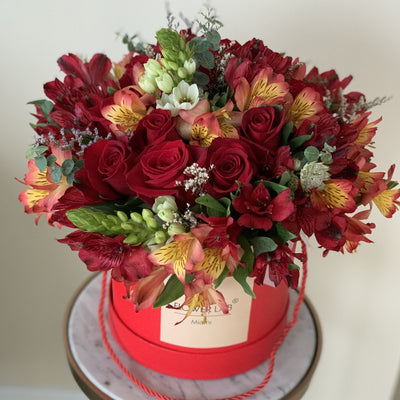 Roses and alstroemerias in a hatbox