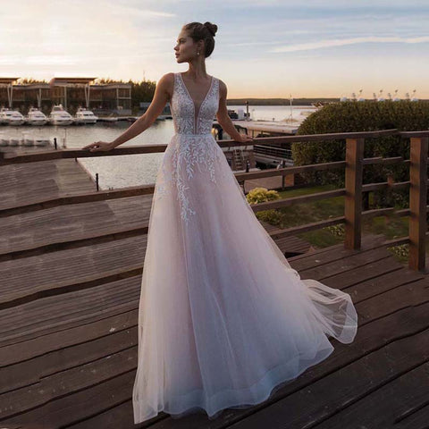 Sexy Sleeveless Deep V Neck Illusion Appliqued Bride Dress A-Line Tulle Luxury Wedding Gown