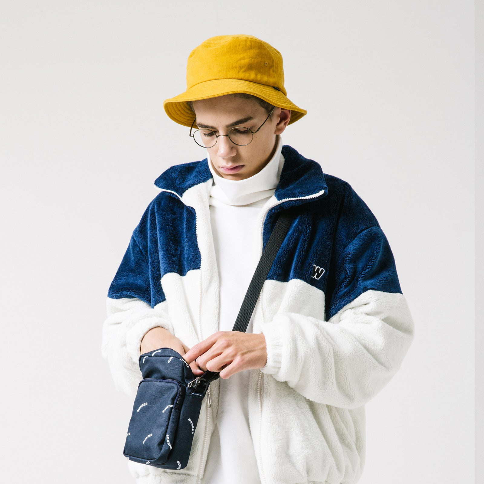 OVERSIZED TURTLENECK (WHITE)