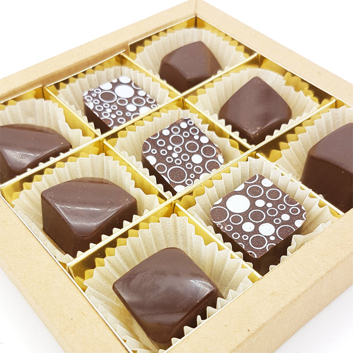 9 handgemaakte Orange-Pistache bonbons in luxe kraftbox
