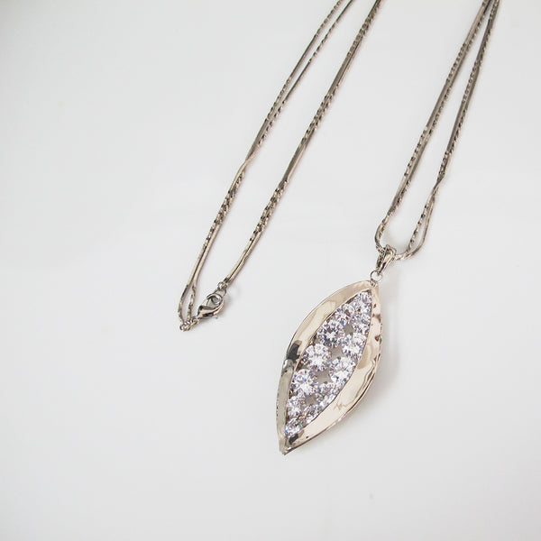 Twinking crystal pendant long necklace