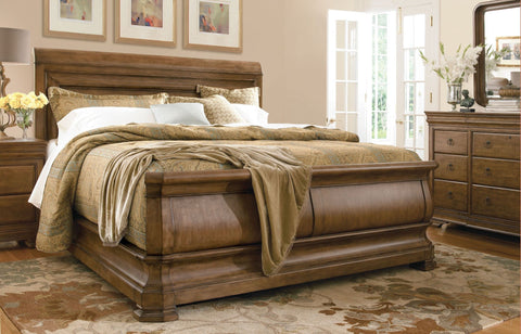 UNIVERSAL New Lou - Louie P's Sleigh Bedroom Set