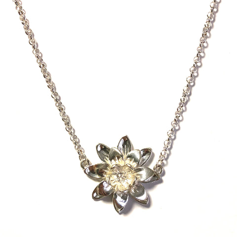 LOTUS FLOWER SHORT NECKLACE IN SILVER