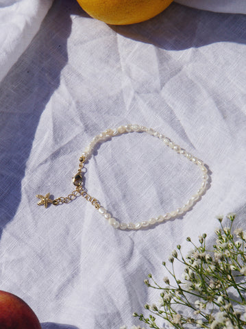 Gold and Pearl Pendant Bracelet
