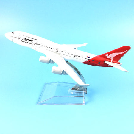 Air Qantas B747 400  Model Airplane - Enjoy Aviation - AVIATION gifts -keychains-free ebook how to become a pilot