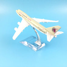 Load image into Gallery viewer, QATAR Airways Boeing B747 400 Airlines Plane Model