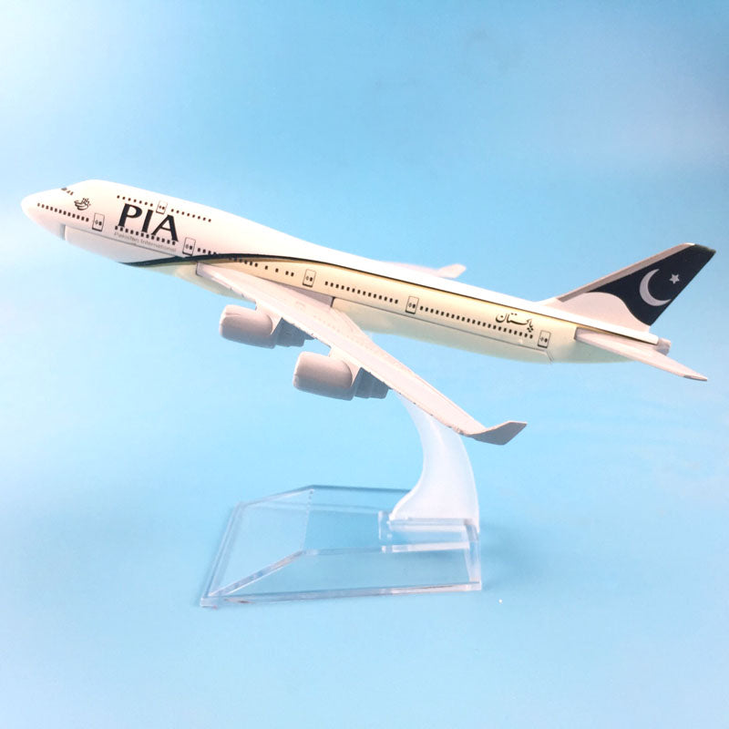 Air Pakistan PIA Boeing 747 400  Airplane Model - Enjoy Aviation - AVIATION gifts -keychains-free ebook how to become a pilot