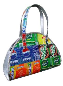 Half-moon purse made from recycled soda cans