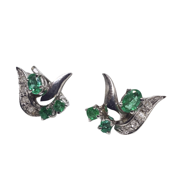 18kt 750 white gold lobe woman earrings with 1,00 ct emeralds and 0.10 ct H VS diamonds