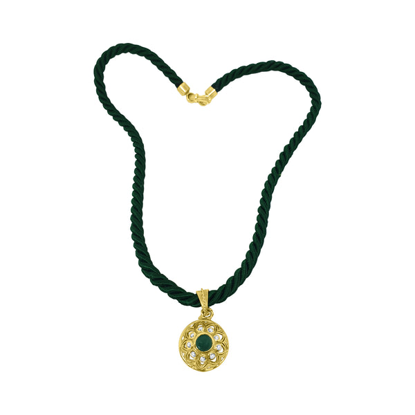 Green silk lace and 18kt gold clasp with 18kt 750 yellow gold woman pendant with green jade and zircons