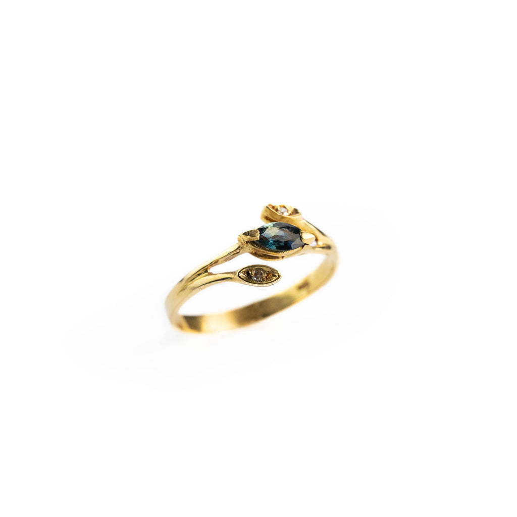 diamond and sapphire woman ring