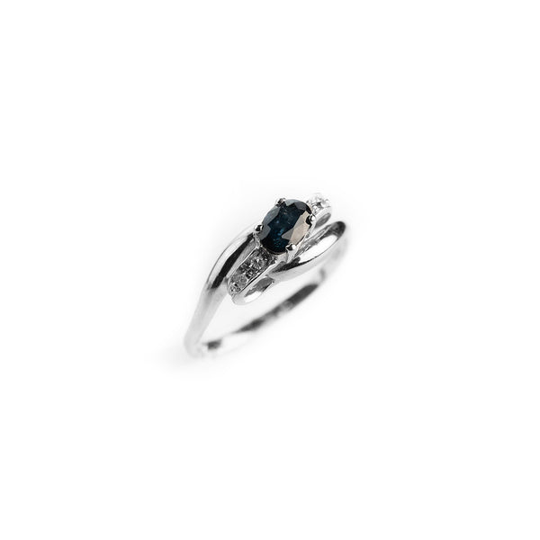 Woman ring in white gold 18kt 750 with 0.50ct sapphire and 0.04ct diamonds