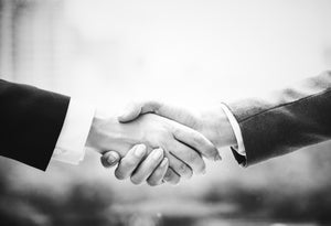 networking etiquette two person shaking hands to greeting each other