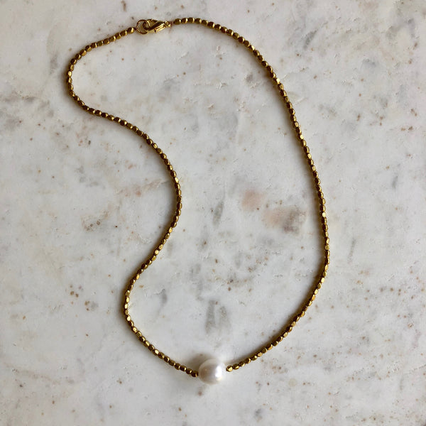 WHITE PEARL & BRASS BEAD NECKLACE