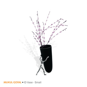 ID Vase by Mukul Goyal by Zaarga - The stem-organiser provided helps you manage the flower stalks.